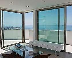 Esquadrias de alumínio e vidro temperado