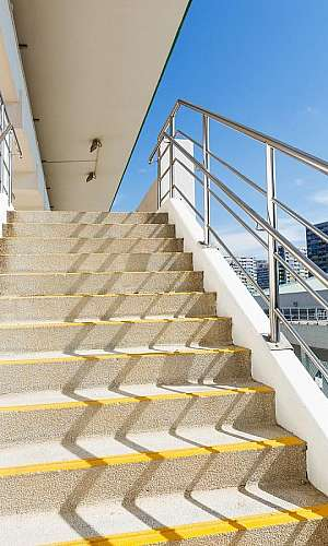 Corrimão de aluminio para escada externa