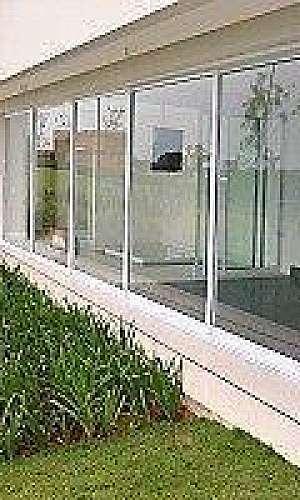 Portas e janelas com tela mosquiteira